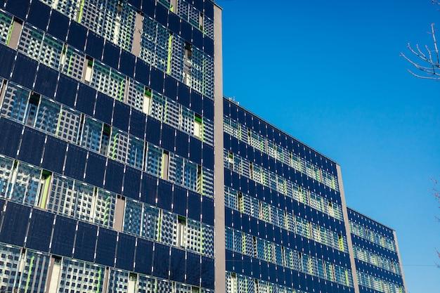 Nuevo edificio residencial de oficinas de varios pisos