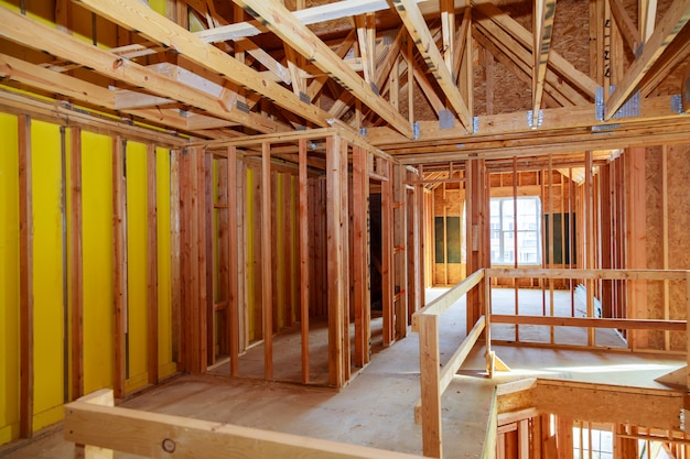 Un nuevo palo construido casa en construcción