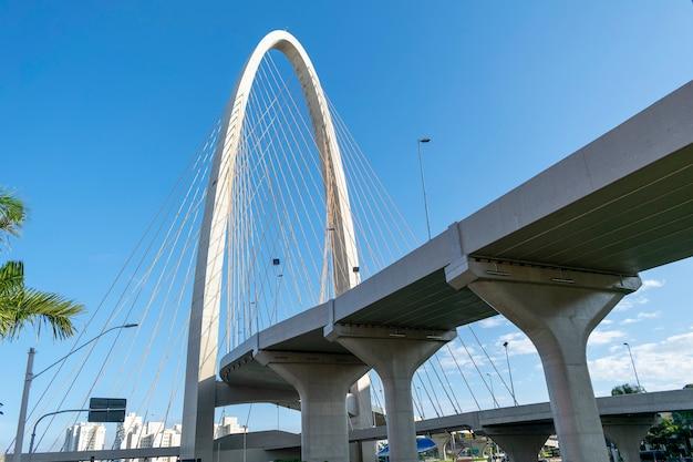 Nuevo puente atirantado en sao josé dos campos, conocido como arco de la innovación. vista horizontal