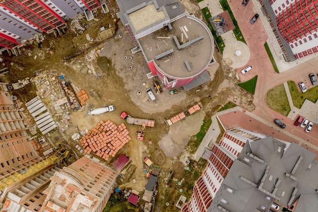 Nuevos edificios de apartamentos de varios pisos en la ciudad, vista superior