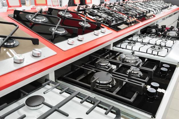Nuevos paneles de estufa de gas en la tienda de electrodomésticos