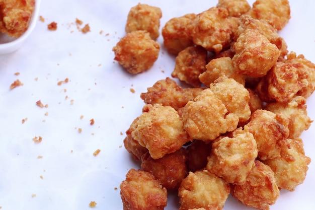Nuggets en la comida de la calle