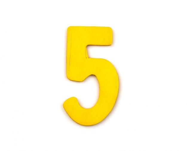 Número cinco hecho de madera