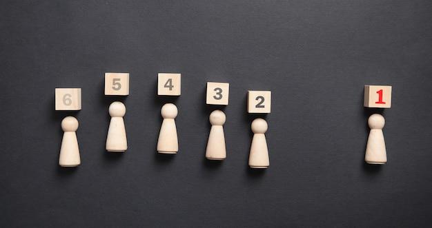 Número de líder figuras humanas de madera sobre fondo negro