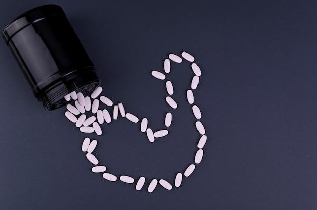 Nutrición deportiva (suplementos) vitaminas deportivas en pastillas. concepto de fitness, culturismo, deporte y estilo de vida saludable