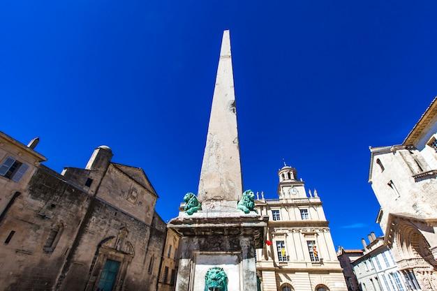 Obelisque d'arles en francia