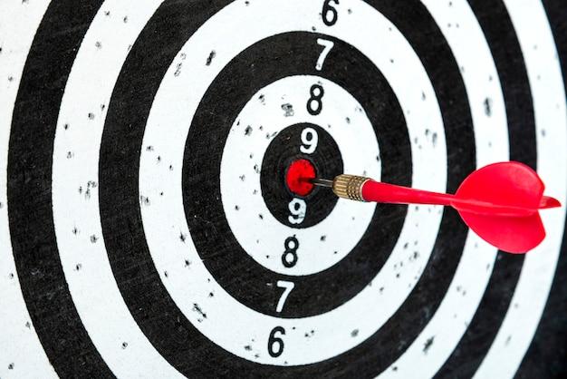 Objetivo con flecha en el centro