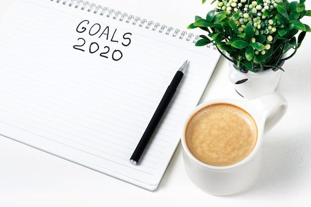 Objetivos de inscripción 2020 en un cuaderno