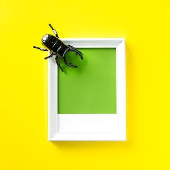 Objeto de juguete de insecto escarabajo alado.