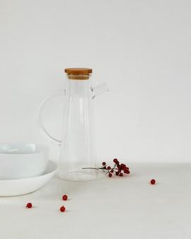 Objetos de cocina minimalistas abstractos jarra y fruta.