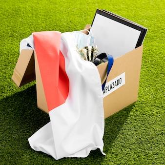Objetos de eventos deportivos en caja