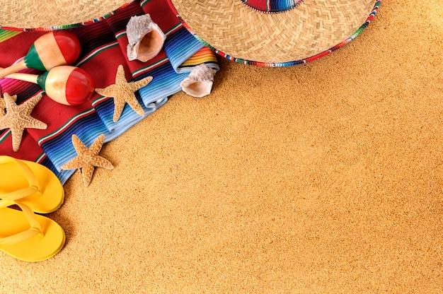 Objetos mexicanos en la playa