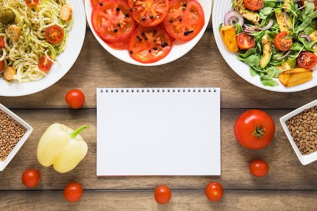 Objetos veganos y maqueta de cuaderno