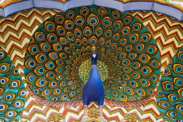 Obra de arte en el palacio de la ciudad. jaipur, rajasthan, india
