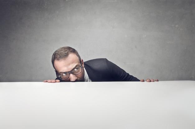 Ocultar y estar cubierto de trabajo