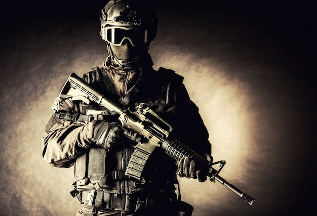 Oficial de policía de operaciones especiales swat