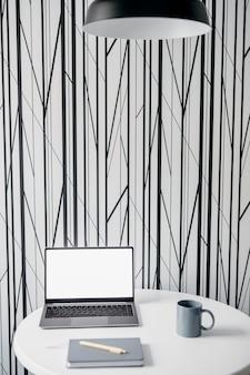 Oficina moderna vista frontal en casa