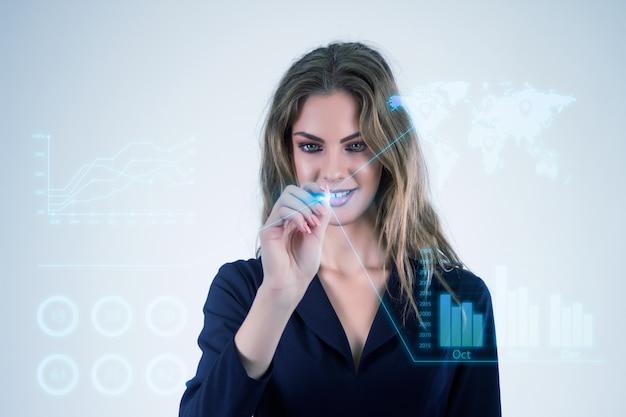 Oficina de negocios de interfaz del futuro, mujer de negocios empujando en botones virtuales.
