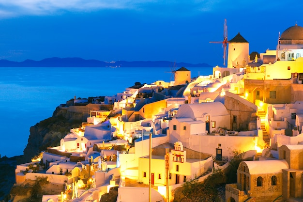 Oia en la noche, santorini, grecia