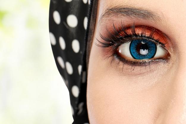 Ojo de mujer hermosa con maquillaje