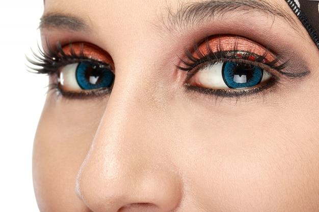 Ojos de mujer hermosa con maquillaje