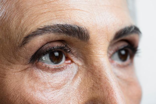 Ojos de primer plano de mujer hermosa