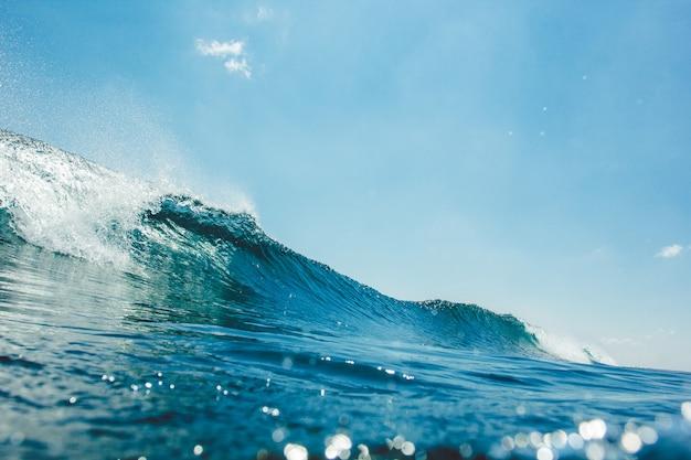 Ola bajo el agua