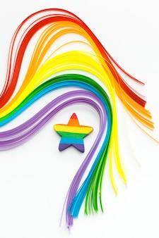 Olas de colores del arco iris y estrella del orgullo