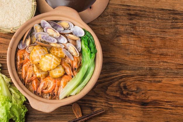 Olla de arroz con mariscos al estilo cantonés