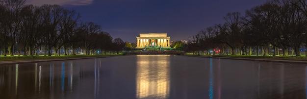 Opinión escénica hermosa de la noche del panorama del monumento de abraham lincoln en la alameda nacional, cc de washington, estados unidos.