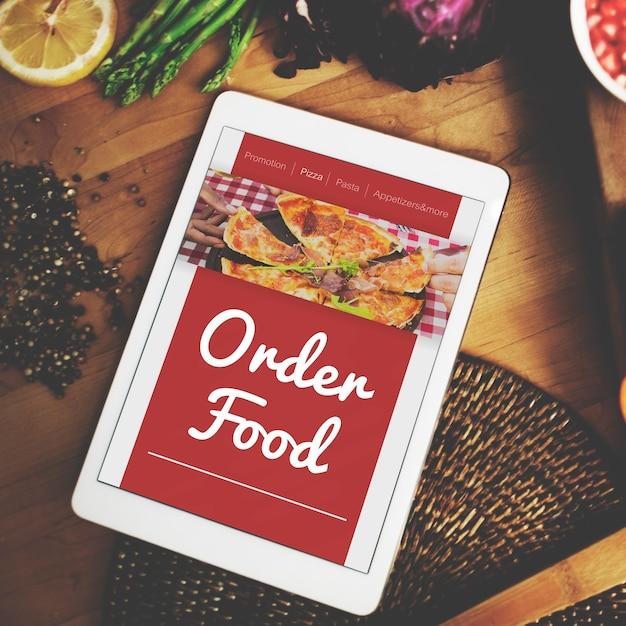 Orden de comida pizza concepto de internet en línea