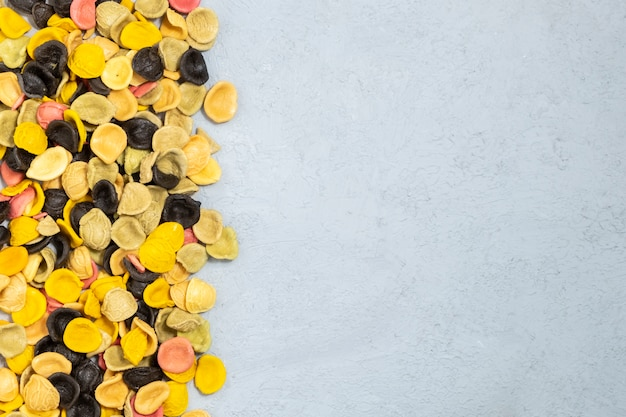 Orecchiette de pasta italiana sin cocer