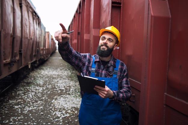 Organización de la exportación de mercancías a través de trenes de mercancías.