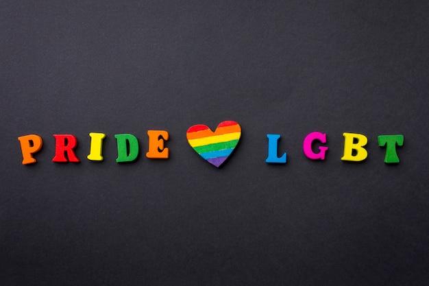 Orgullo amor lgbt escrito en letras de colores vivos