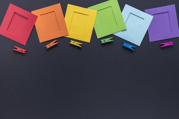 Origami y ganchos coloridos