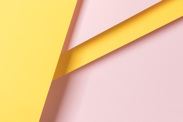 Ornamento de armario de papel colorido en mesa