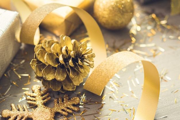 Oro brillaba decoraciones navideñas
