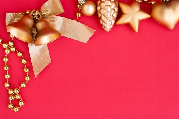 Oro campanas de navidad y ornamento de arco de cinta de adorno