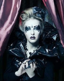 Oscura hermosa princesa gótica.