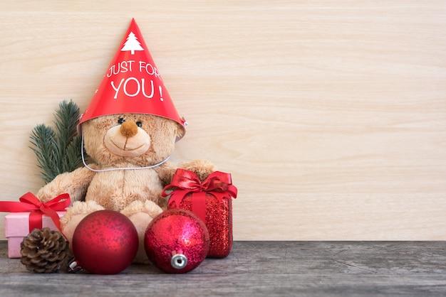 Oso de peluche en la fiesta de navidad