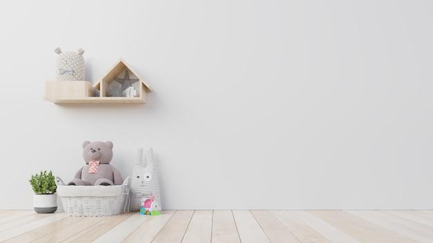 Oso de peluche y muñeca de conejo en la habitación de los niños en la pared.