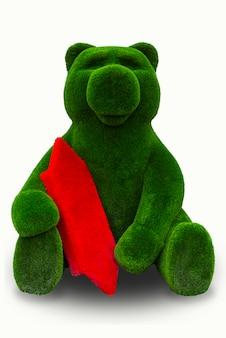 Oso verde con caramelo rojo sobre un fondo blanco