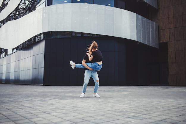 Ouple in love divertirse juntos