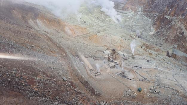 Owakudani es un valle geotérmico con respiraderos activos de azufre y aguas termales en hakone.