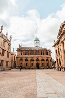 Oxford, reino unido - 29 de agosto de 2019; teatro sheldonian. el teatro sheldonian, construido entre 1664 y 1669 para la universidad de oxford, se utilizó para conciertos de música, conferencias y ceremonias universitarias.