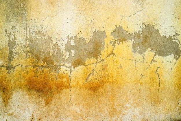 El óxido y la erosión de la superficie de concreto fueron dañados por el agua subterránea