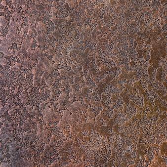 Óxido en metal con apariencia rugosa