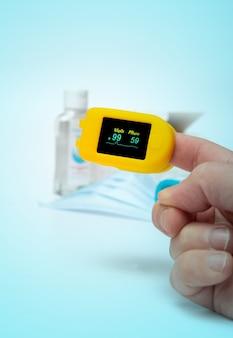 Oxímetro, equipo de protección personal contra el coronavirus covid 19