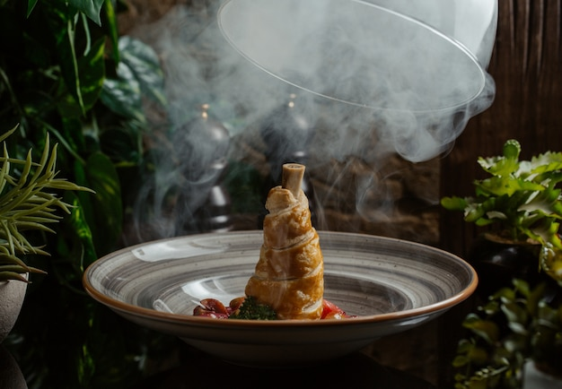 Ozote de vapor aplicado al cordero cocinado en masa