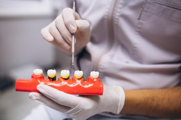 Paciente mujer en dentista
